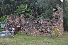 Stone Heritage of East and Southeast Asia 3.3.3 Dutch Fort, Pangkor Island, Perak (stone wall) Pangkor Island is an island located in the west of Perak state.