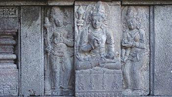 Chapter 2. Stone Heritage of Indonesia Figure 17. Left: Statue in Prambanan Temple (photo courtesy of Oki Oktariadi).