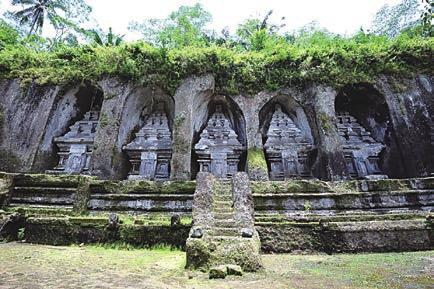 The complex comprises 10 rock-cut candi (shrines). They stand in 7-meter-high (23 ft) sheltered niches cut into the sheer cliff face.