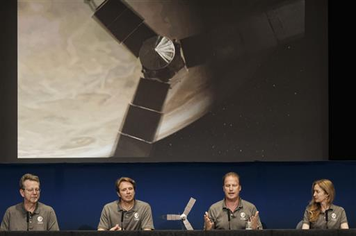 NASA's Juno spacecraft prepares for cosmic date with Jupiter (Update) 4 July 2016, by Alicia Chang Jim Green, director, Planetary Science Division, NASA, left, talks during a media briefing joined by