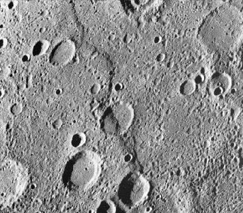 Lobate Scarps When Mercury cooled it shrunk & surface wrinkles