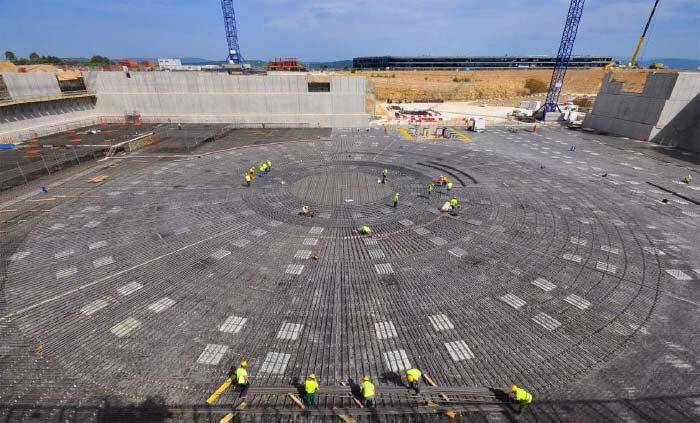 336 M. J. Sadowski Fig. 9. Construction of the large basement (containing 15 000 m 3 of concrete) for ITER [12].