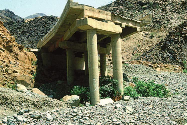 Environmental impacts and hazards 223 Figure 9.5 One of many road bridges destroyed during the 1982 flash flood in Wadi Dellah (Photo: author).