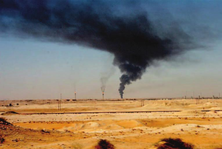 238 Saudi Arabia: An Environmental Overview Figure 9.12 Air pollution Ghawar oilfield north of Harad (Photo: author).