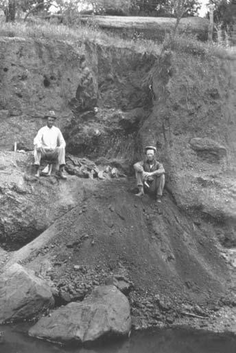 FIGURE 2.3 H. D. Boyes and Nelson Vaughn at Lone Wolf Creek, Texas, 1924. Note the bison remains in place. (Photo courtesy of Heart of West Texas Museum.