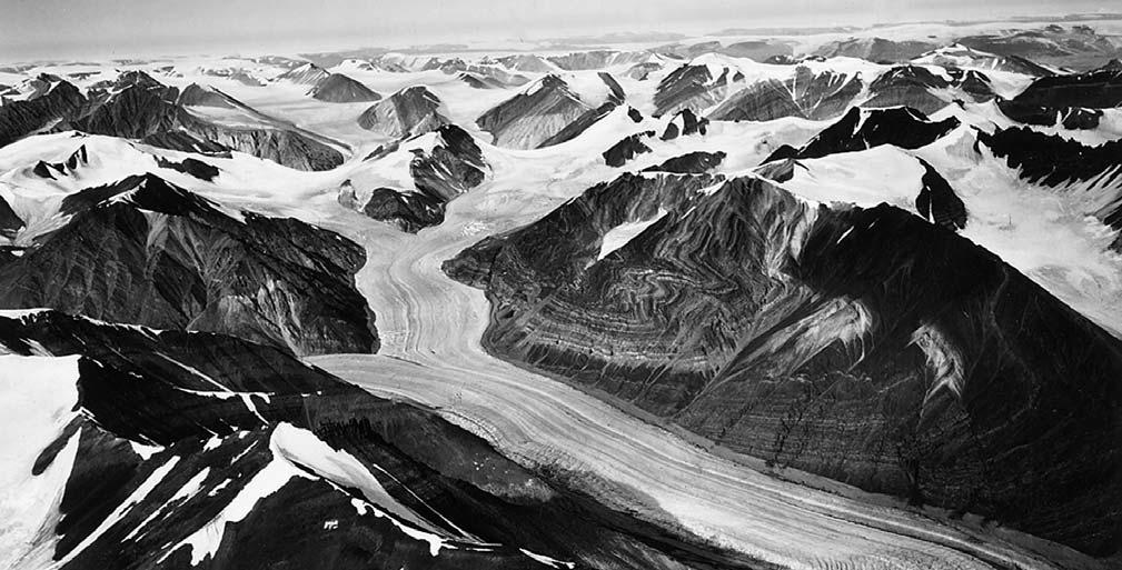 Andrée Land Blåbærgletscher Fig. 37. Looking north-west across the glaciers and alpine mountains of Andrée Land.